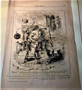 """一幅漫画,描绘了一个打扮成小丑的大个子坐在王座上, 搅拌着一锅有无数缺点的锅,写在纸上. 图片的背景是""""煽动""""、""""丑闻""""等词语."""